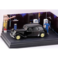 DIORAMA s vozem 1950 Citroën Traction 15 Six